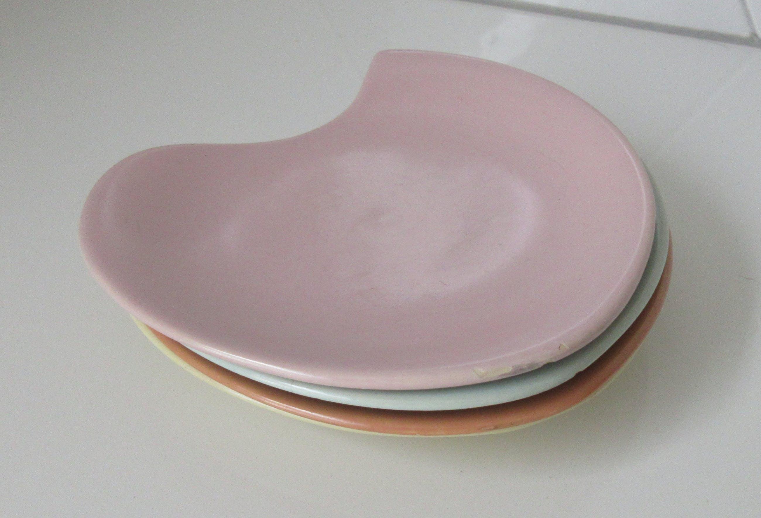 Potterie De Driehoek - Vier pastelkleurige platelen gebaksbordjes kopen? Bied vanaf 18!