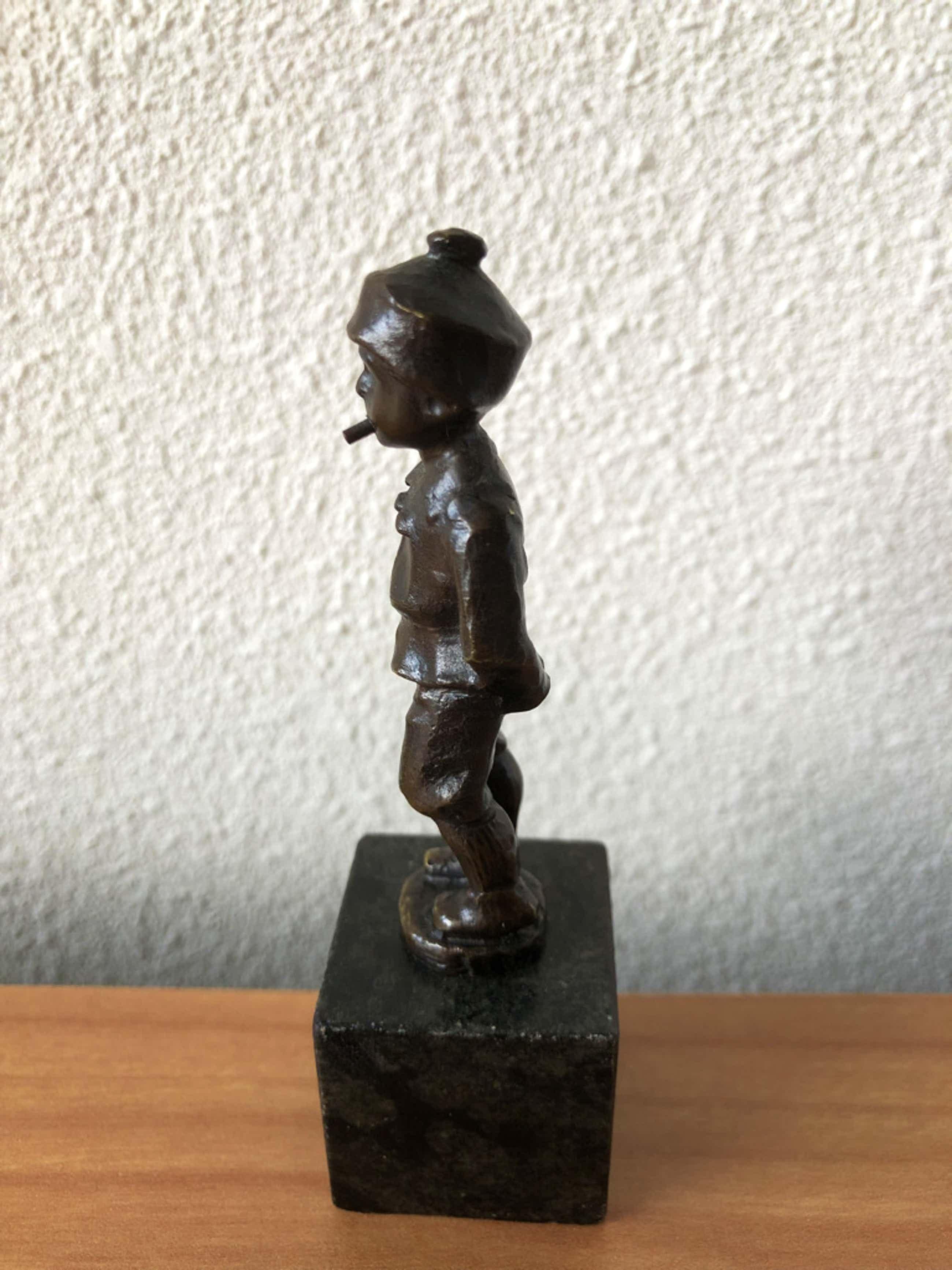 Julius Schmidt- Felling - Bronzen beeldje jongen met sigaret. kopen? Bied vanaf 50!