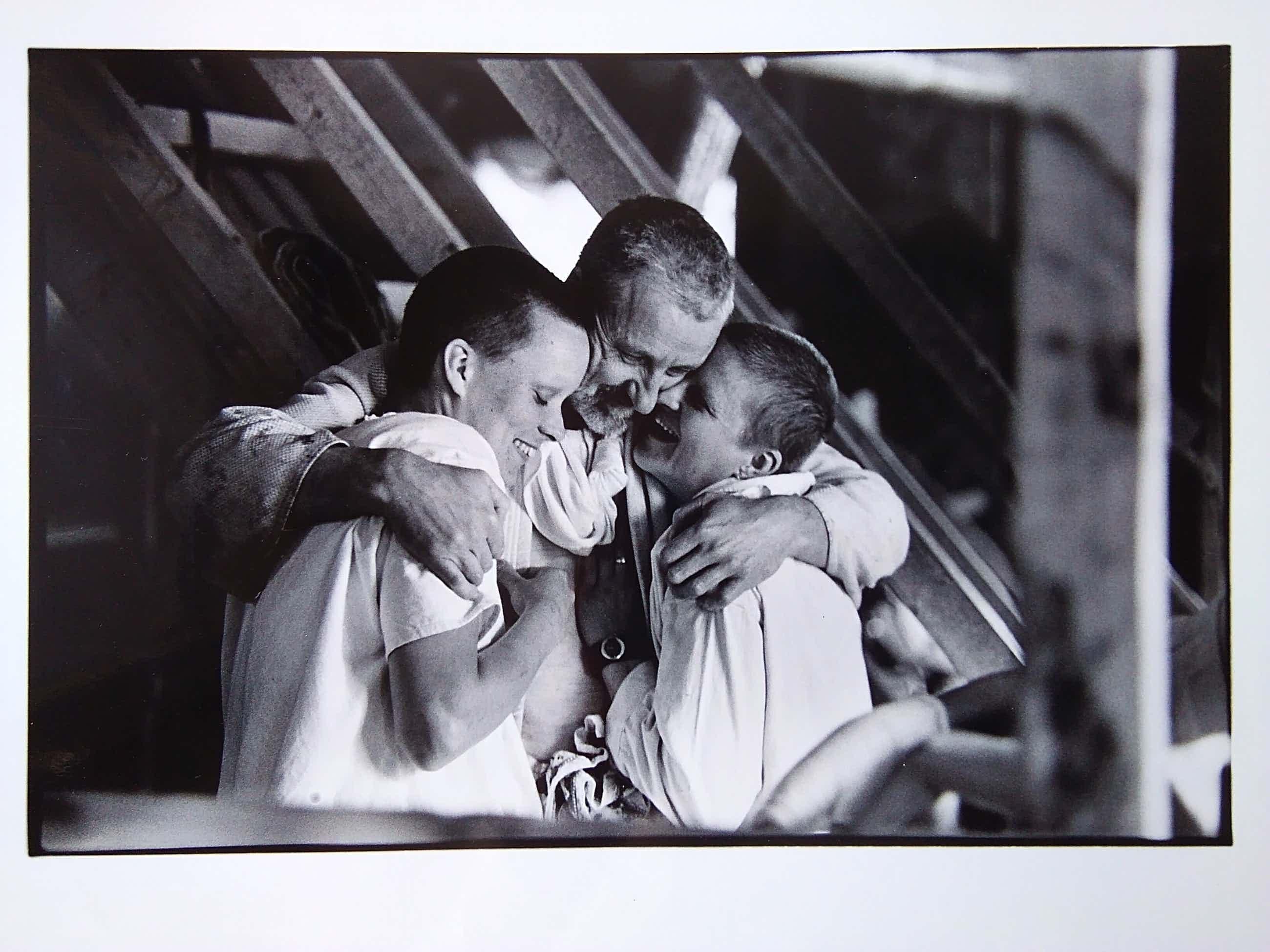 Nico Koster - Fotoportret Anton Heyboer met 2 partners. kopen? Bied vanaf 40!