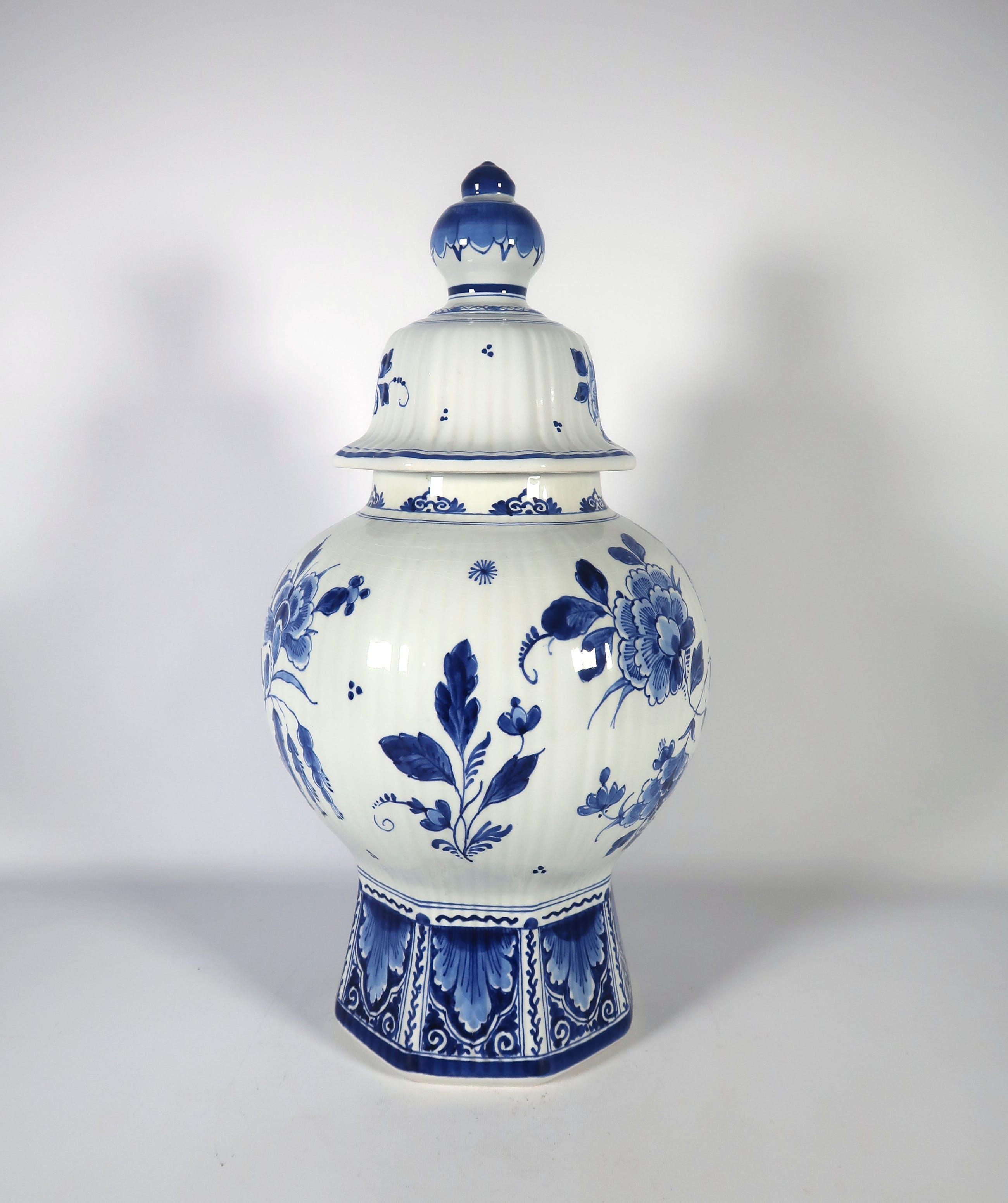 Beste Porceleyne Fles (Royal Delft) - Aardewerk, Dekselvaas verkocht WN-97