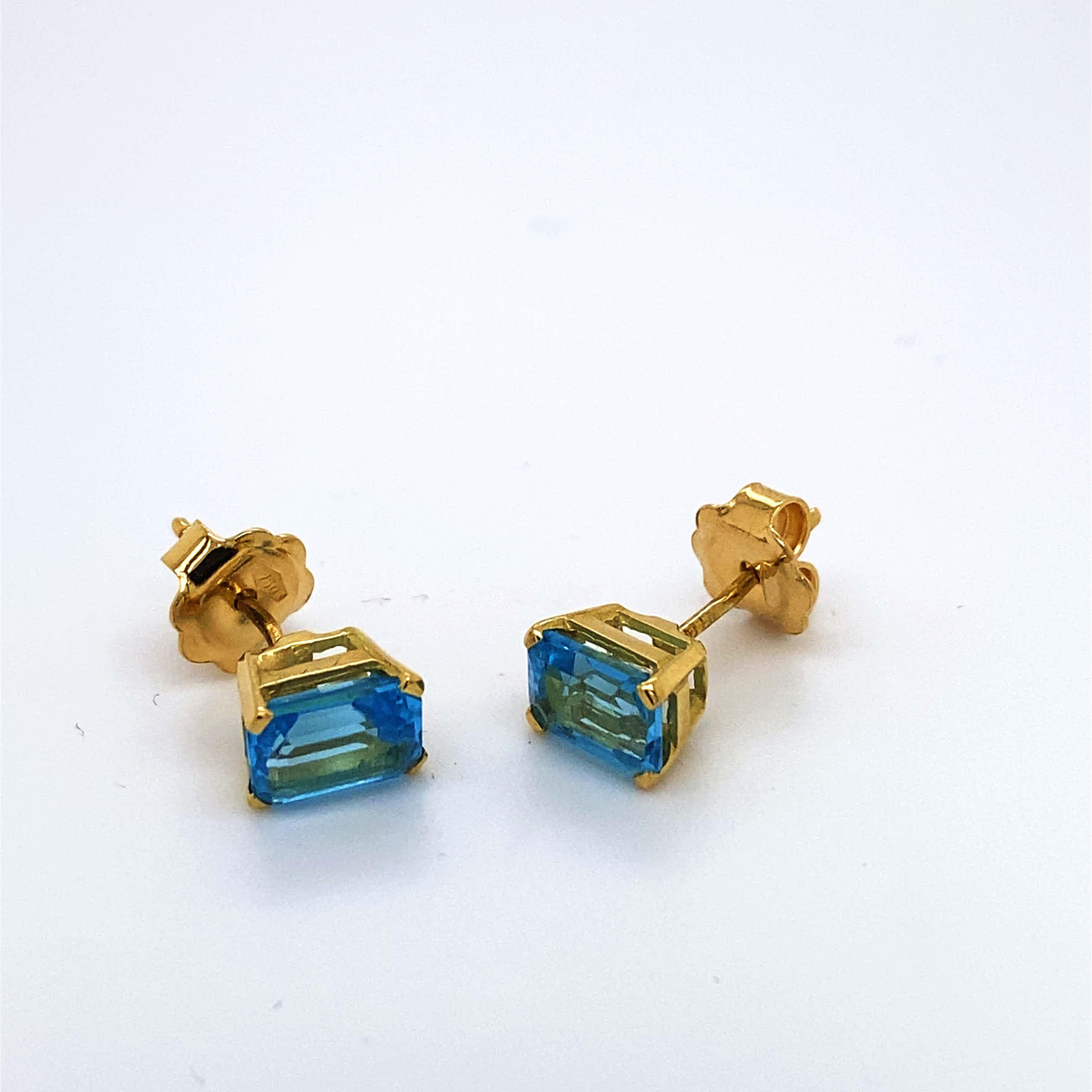 18kt gouden oorsteker+topaas, 2,33 gr kopen? Bied vanaf 95!