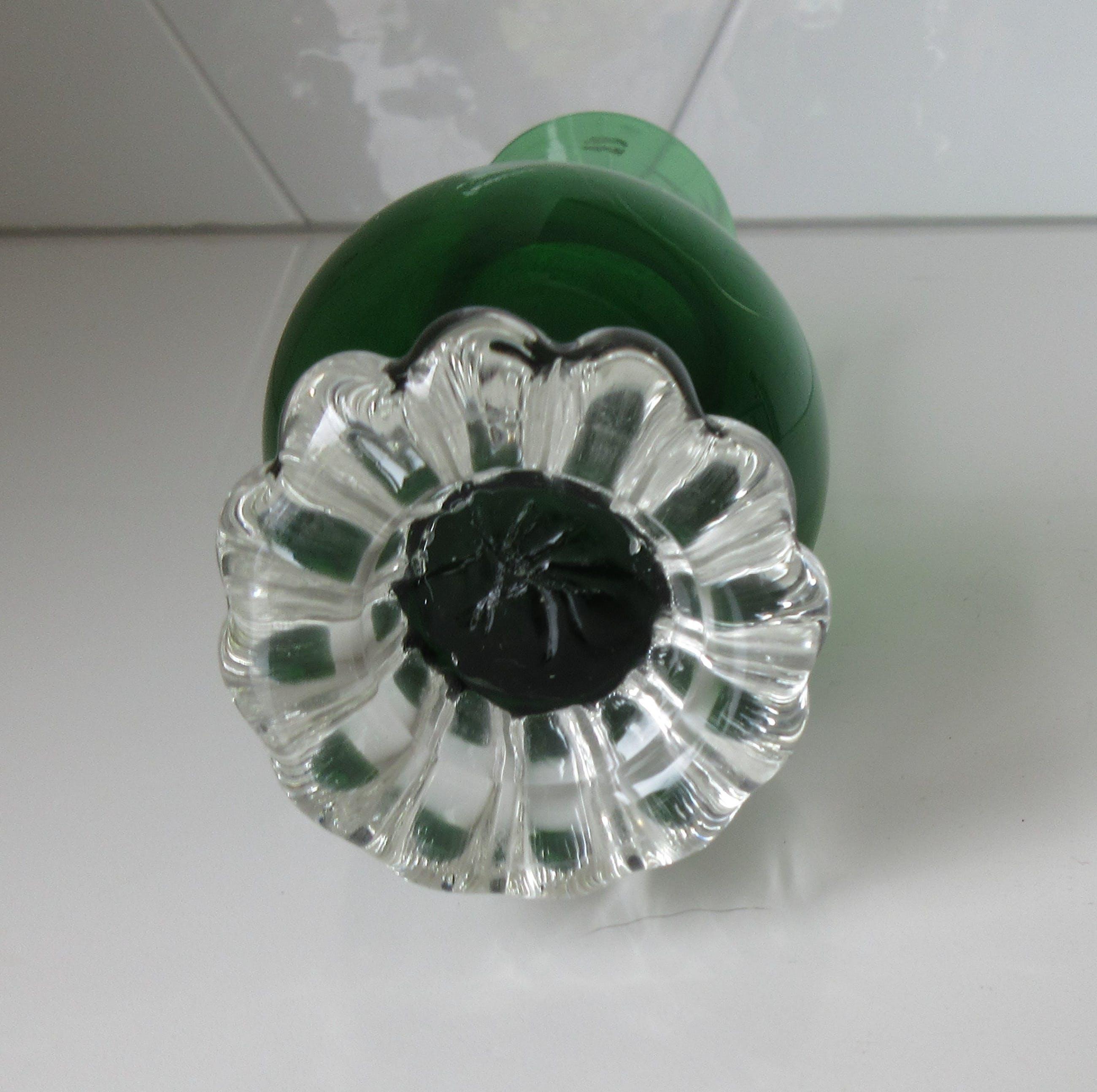 """Bo Borgstrom - Twee glazen vintage """"Bud"""" vaasjes in groen en olijfgroen kopen? Bied vanaf 1!"""