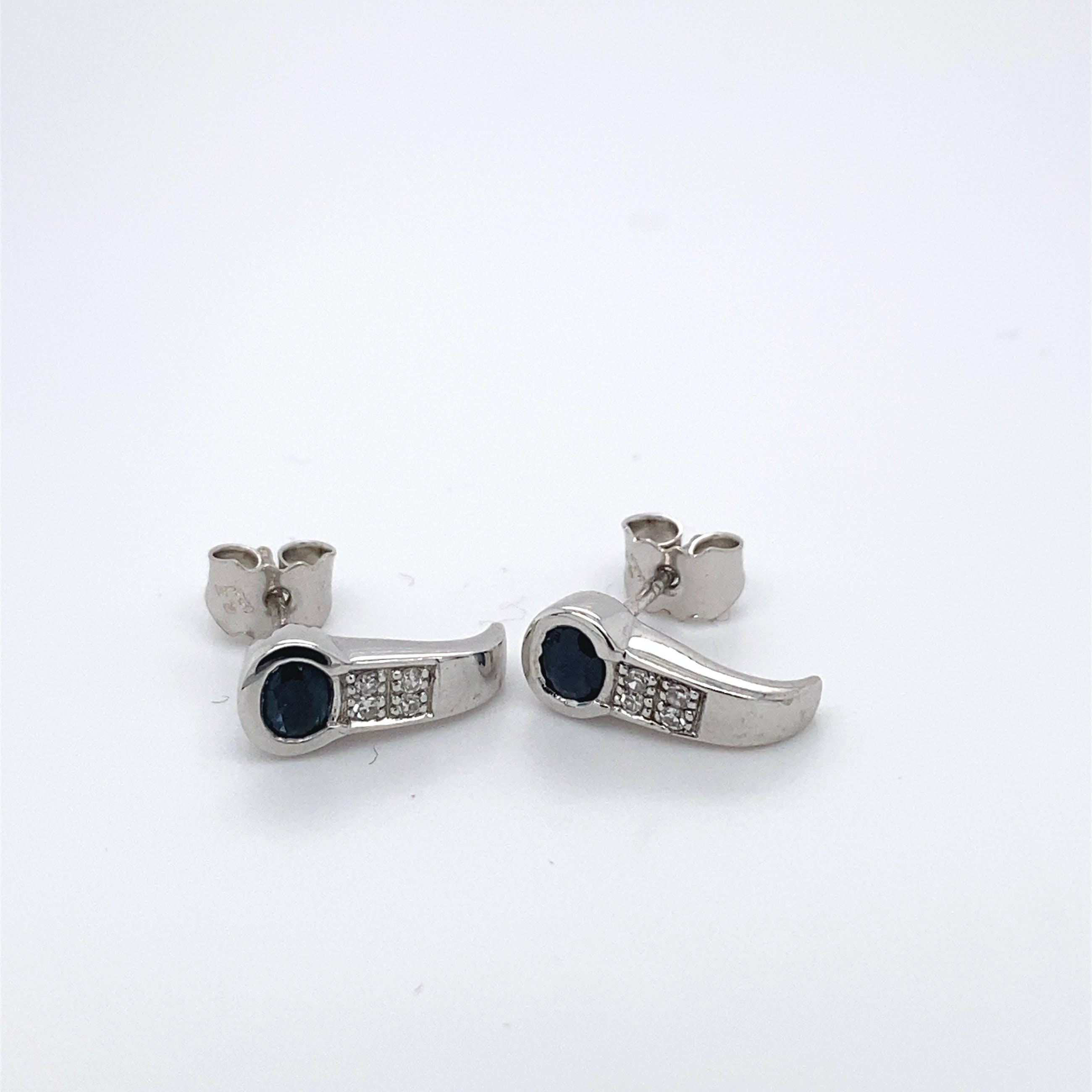 18kt witgouden oorsteker+saffier+diamant, 2,21 gr kopen? Bied vanaf 160!