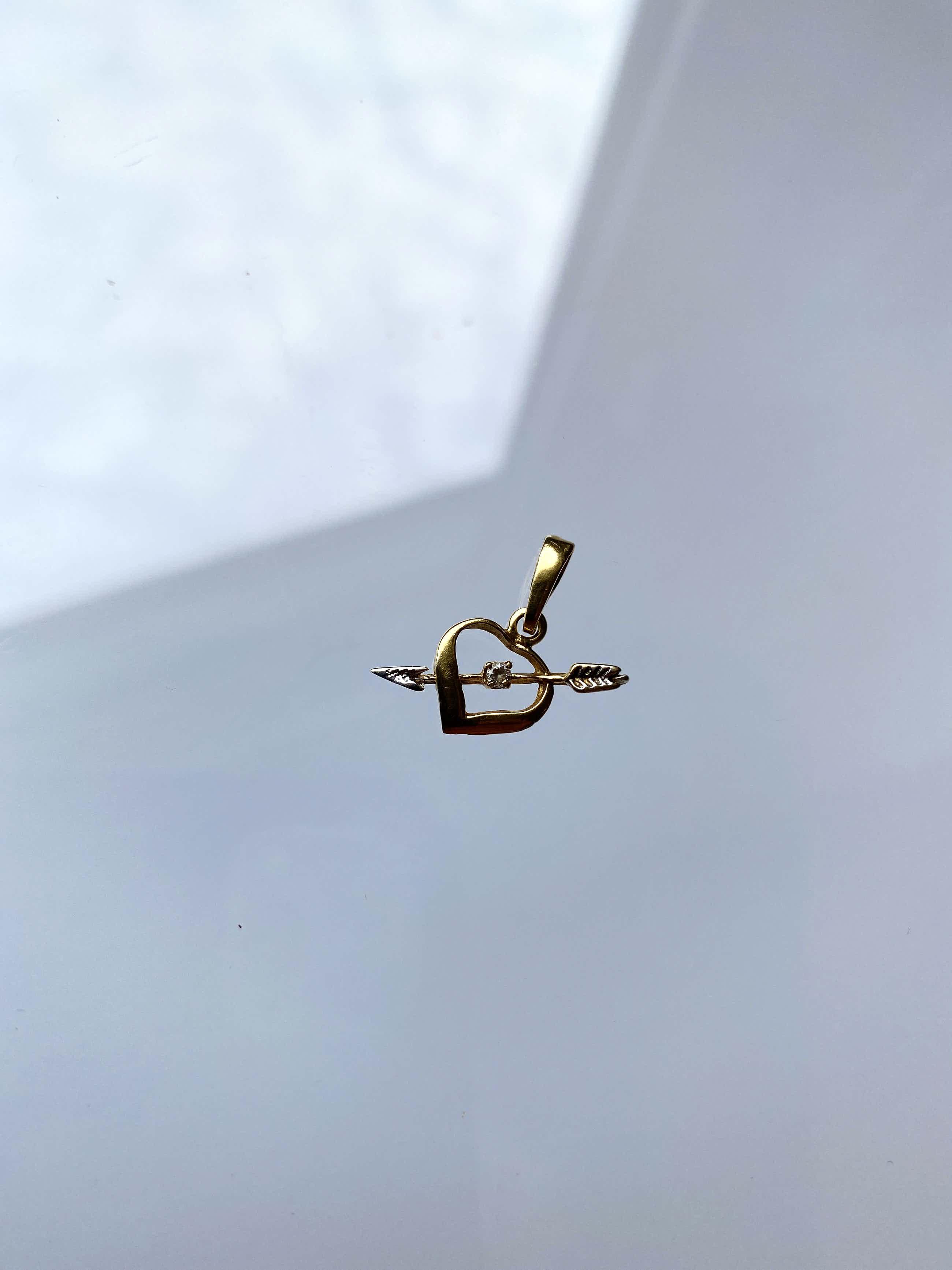 18kt gouden hanger, met simulant diamant.1,07 gr kopen? Bied vanaf 55!