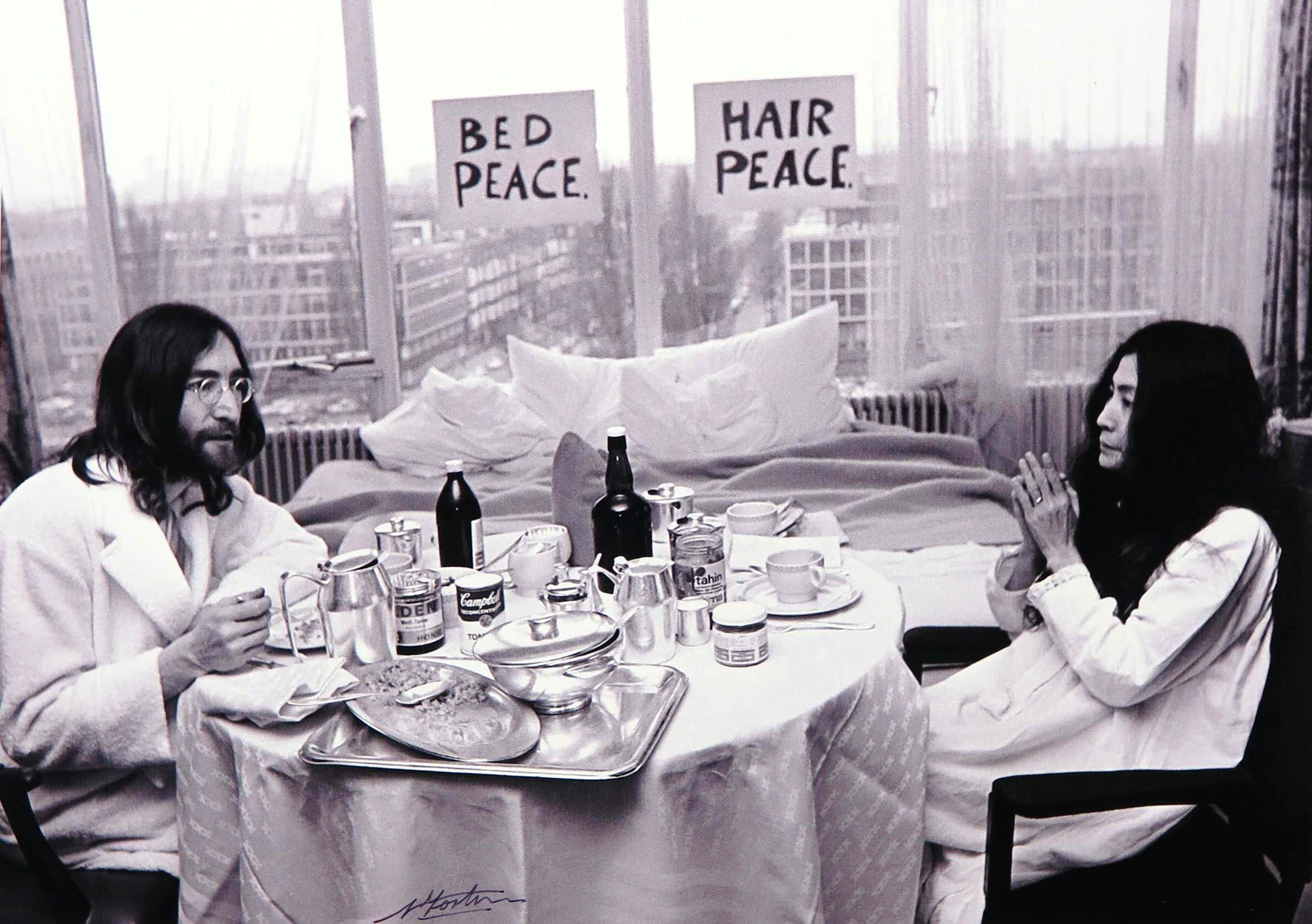 Nico Koster - Foto, John Lennon en Yoko Ono in het Hilton hotel kopen? Bied vanaf 120!