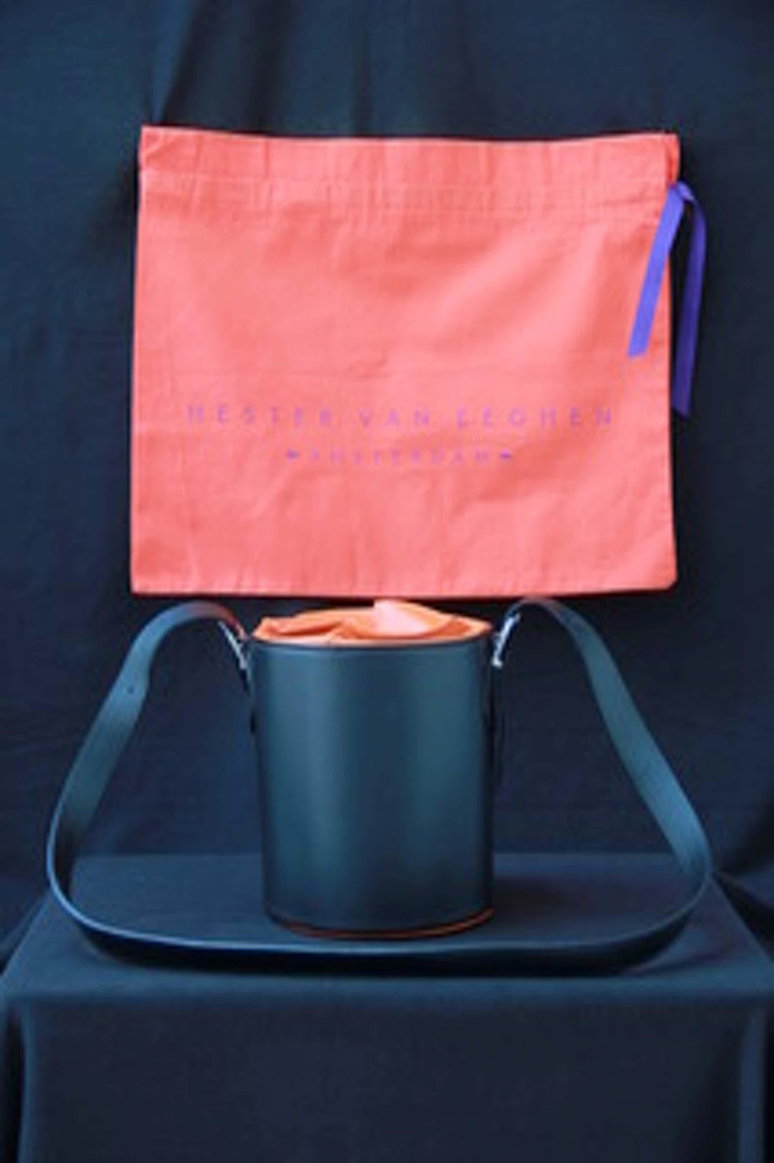 Hester van Eeghen - Designtas Magic Box Black Orange kopen? Bied vanaf 150!