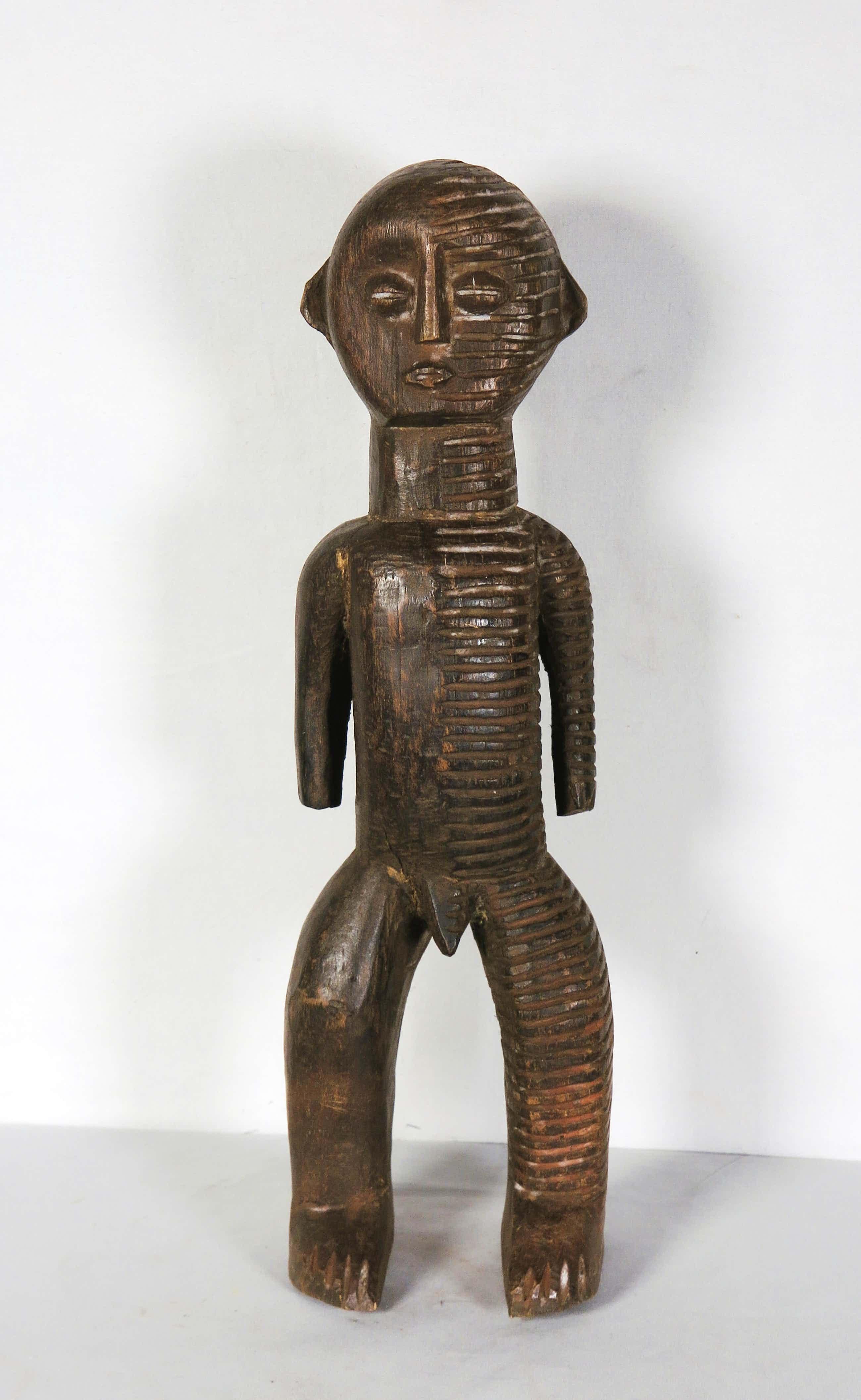 Ngbaka - Zwaar houten beschermbeeld met voor de helft scarificaties kopen? Bied vanaf 93!