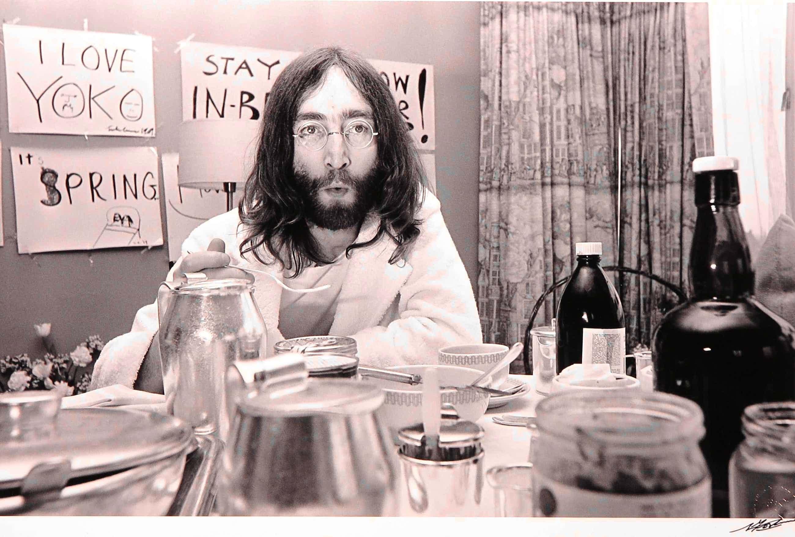 Nico Koster - Foto, John Lennon in het Hilton hotel kopen? Bied vanaf 100!