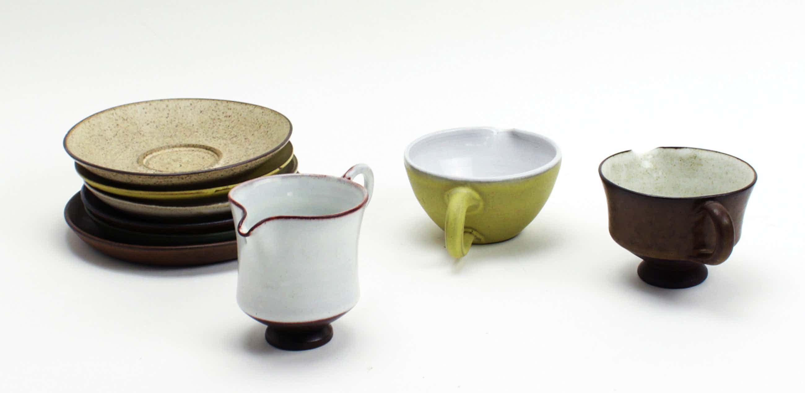 Potterij Zaalberg - 3 aardewerk schenkkannetjes + 6 schotels kopen? Bied vanaf 15!