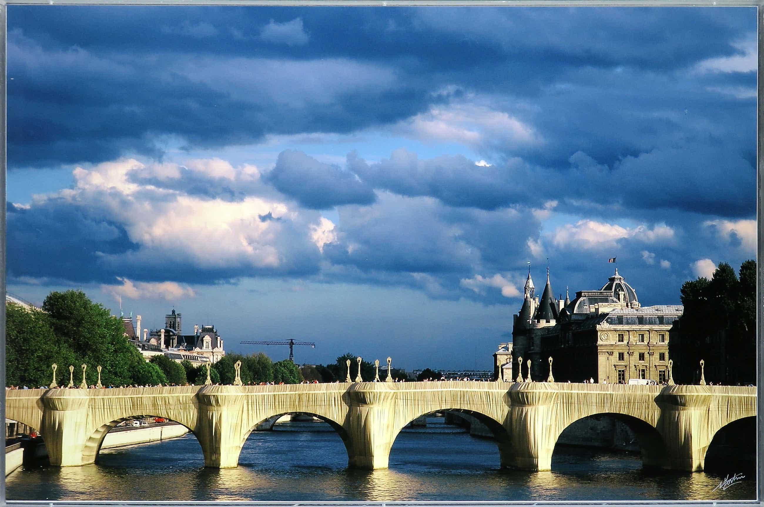 Nico Koster - Foto, The Pont Neuf Wrapped - Christo - Ingelijst kopen? Bied vanaf 120!