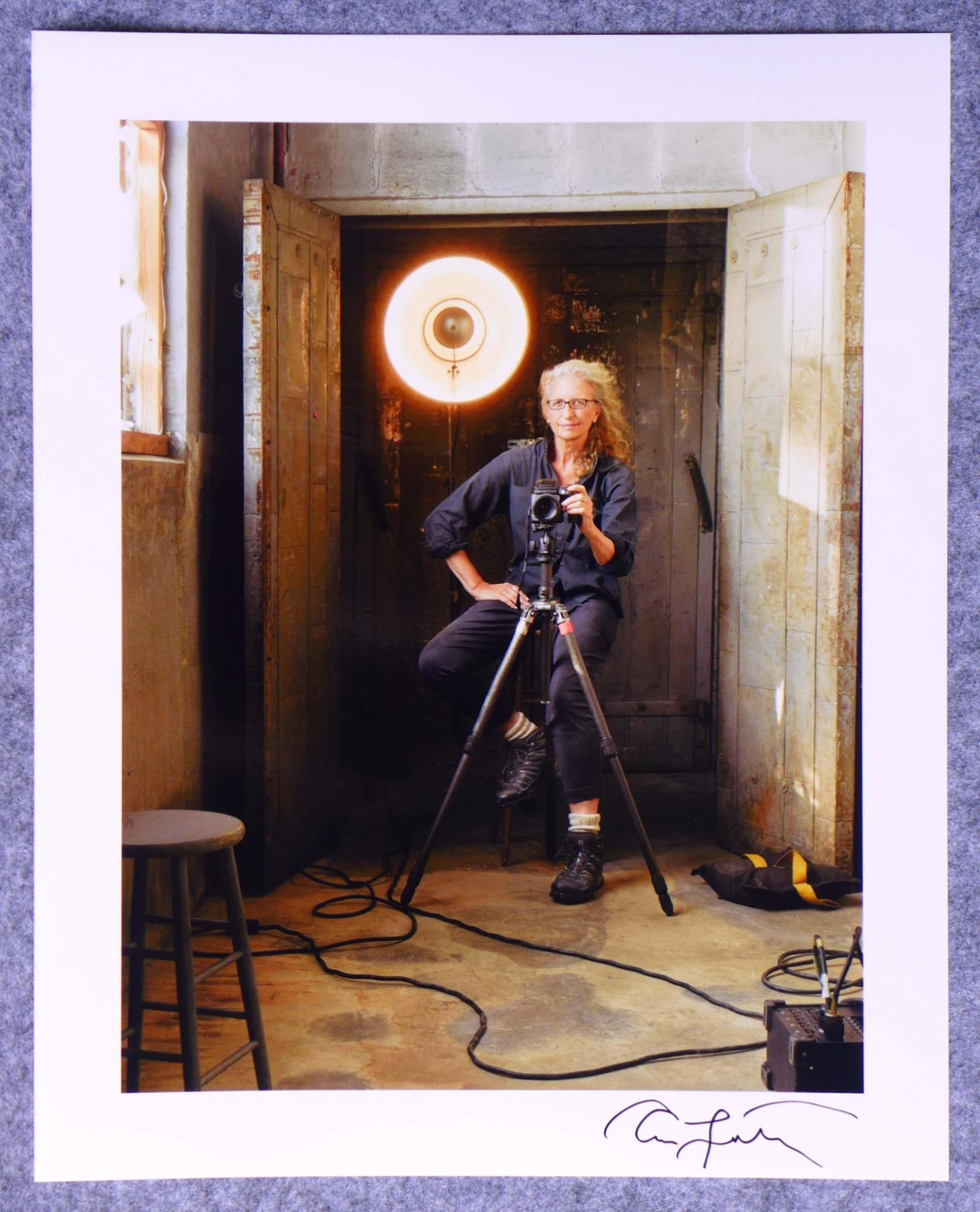 Annie Leibovitz - Autogramm auf Fotografie Selbsportrait kopen? Bied vanaf 49!
