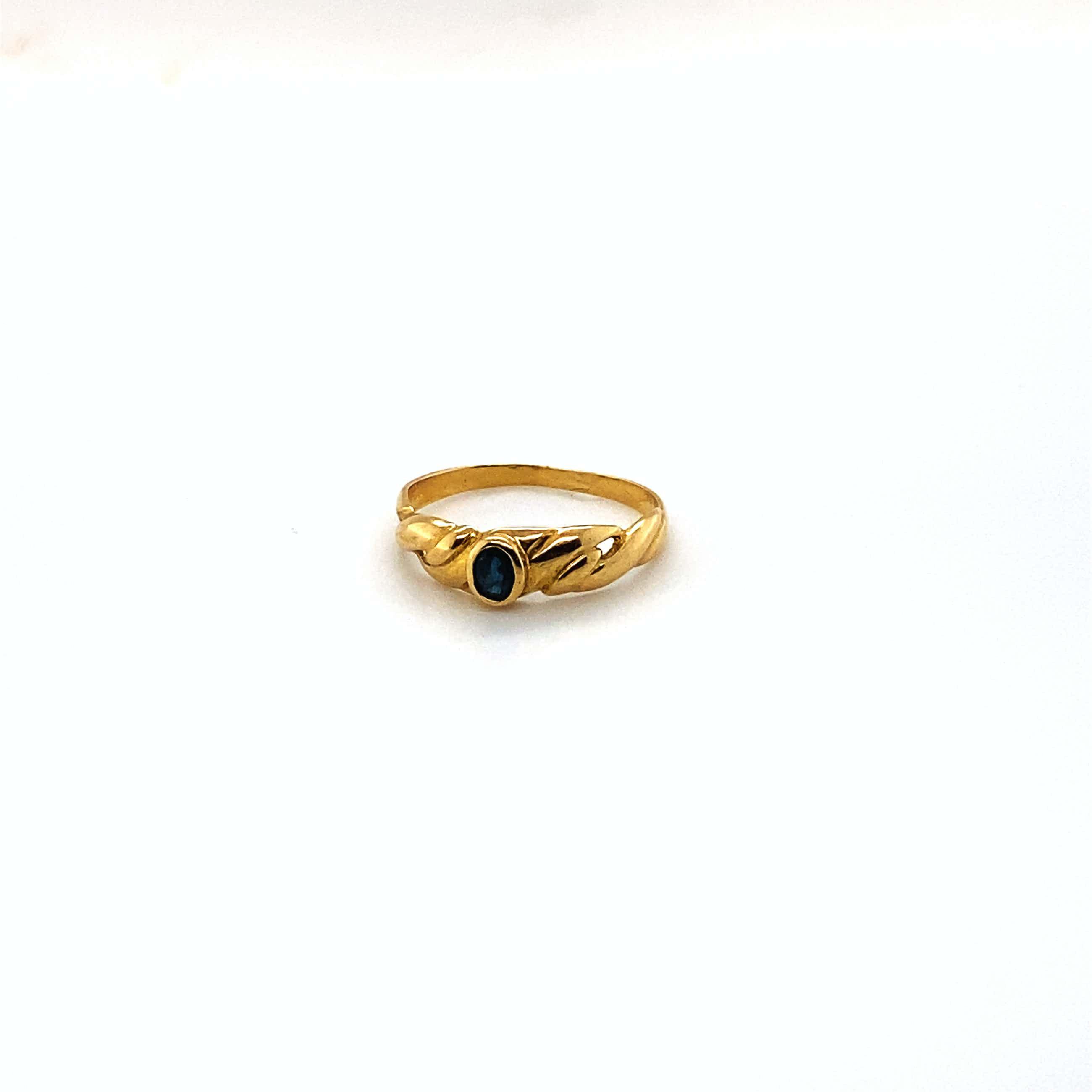 18kt gouden ring+ saffier 51/16,25, 1,45 gr kopen? Bied vanaf 75!