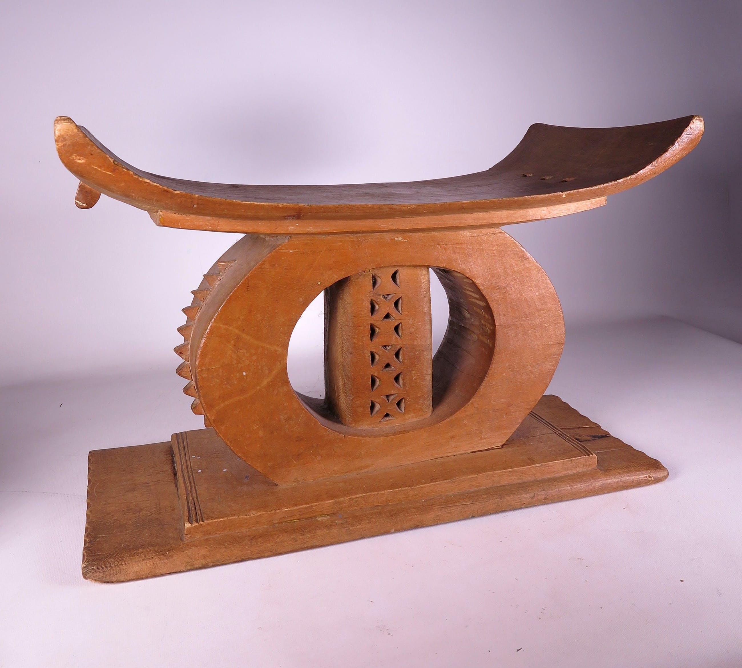 Niet of onleesbaar gesigneerd - Deels opengewerkt houten stoeltje kopen? Bied vanaf 1!