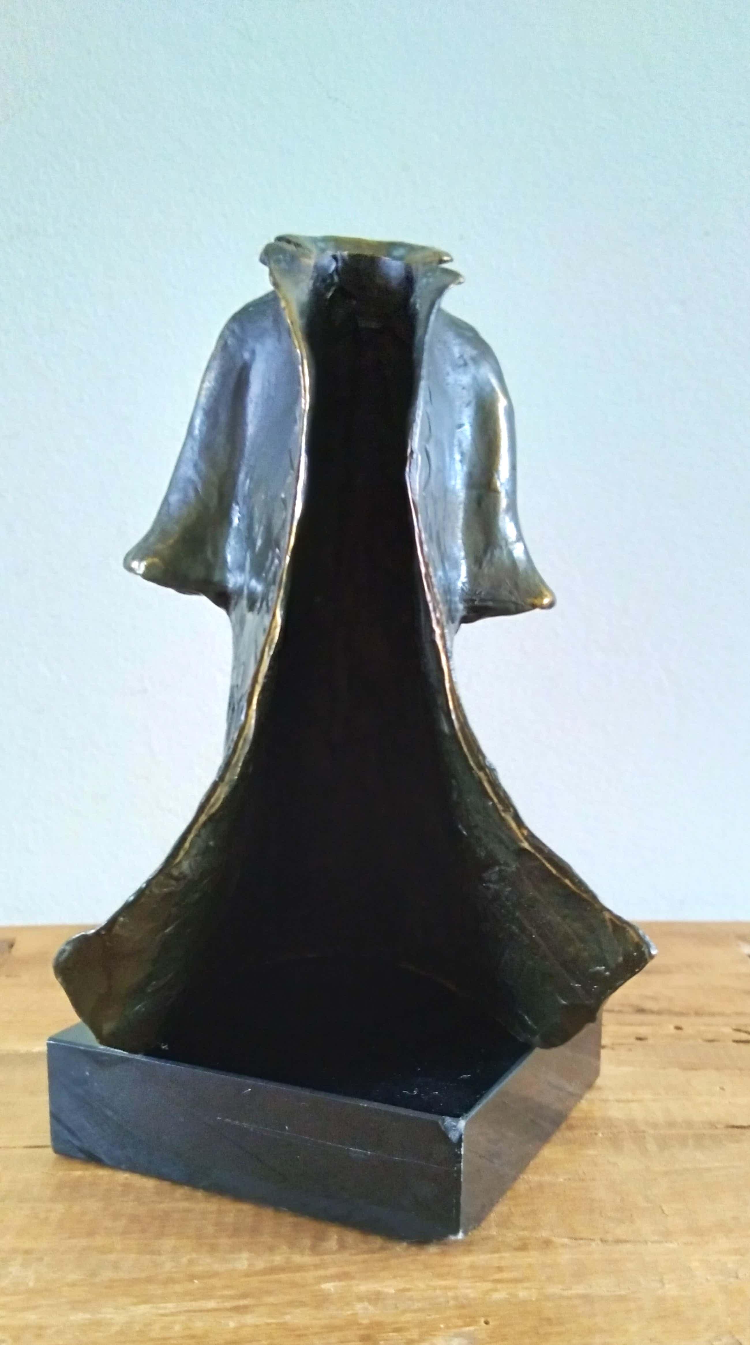 Corry Ammerlaan - beeld van wapperende jas met opstaande kraag kopen? Bied vanaf 49!