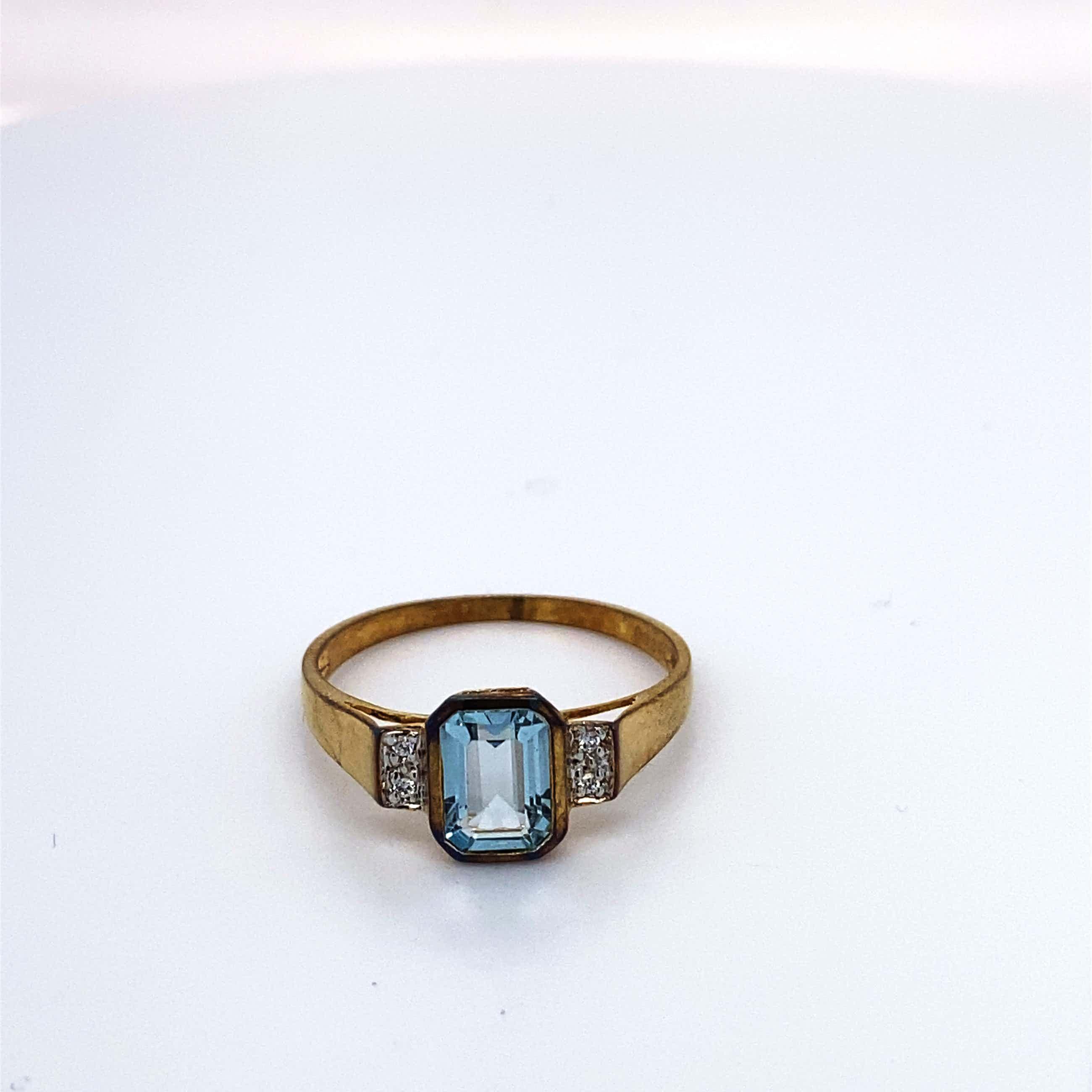 8kt gouden ring+topaas+kleurloze stenen, maat 56/17,75, 1,37 gr kopen? Bied vanaf 65!
