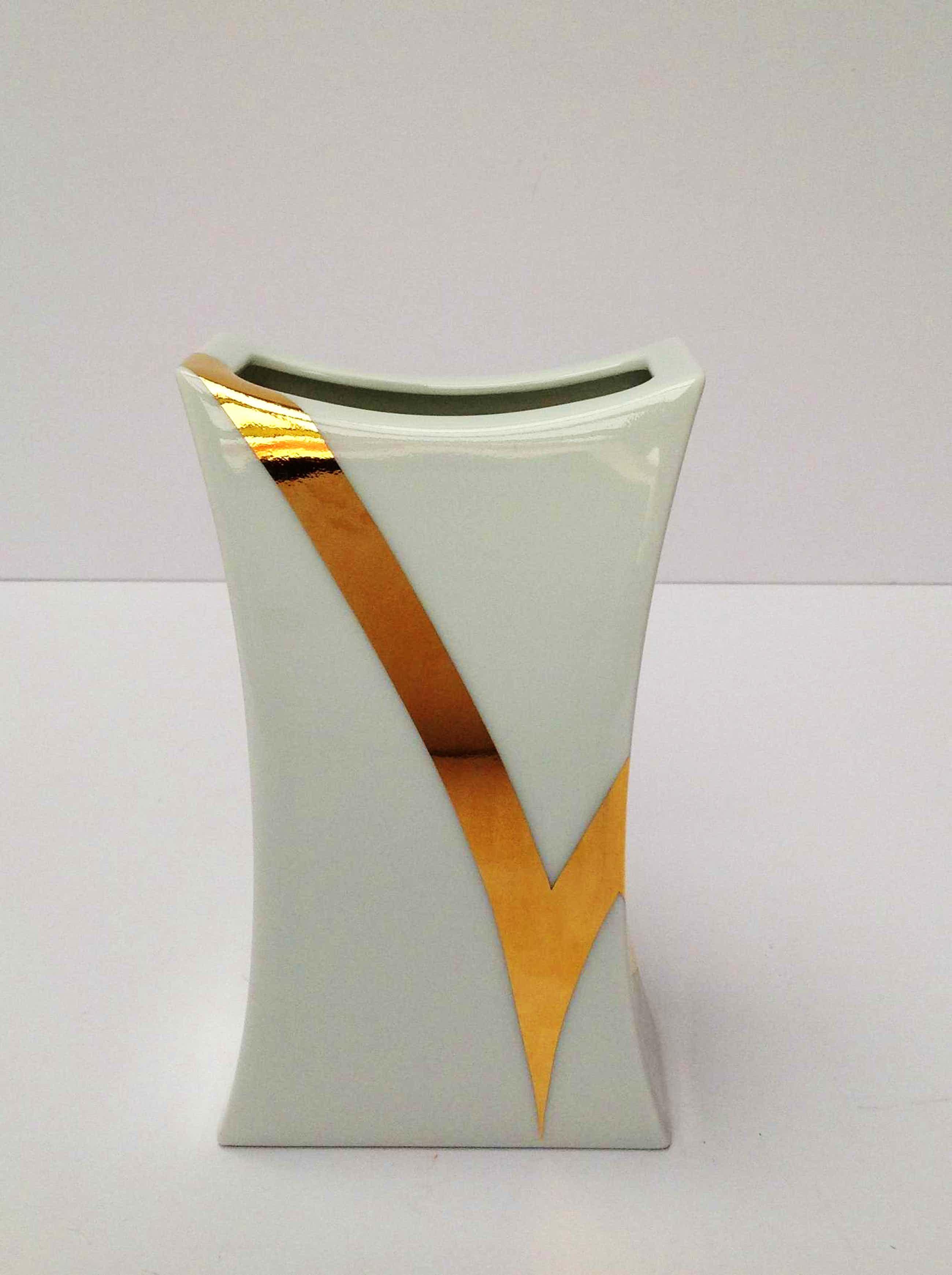 Jan van der Vaart - Prachtig vaasje, porselein Rosenthal, genummerd 3796/18 kopen? Bied vanaf 65!