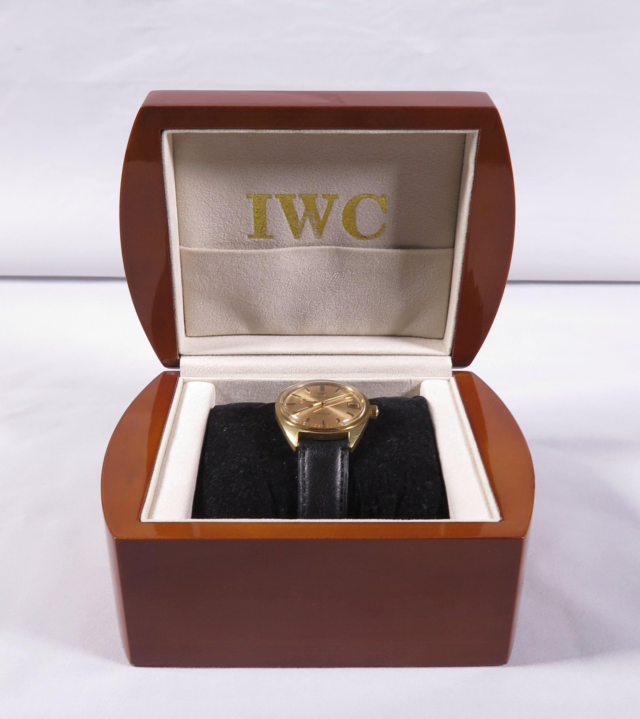 Verwonderend IWC - Electronic 18K Goud, Zwitsers herenhorloge met zwart lederen UB-09