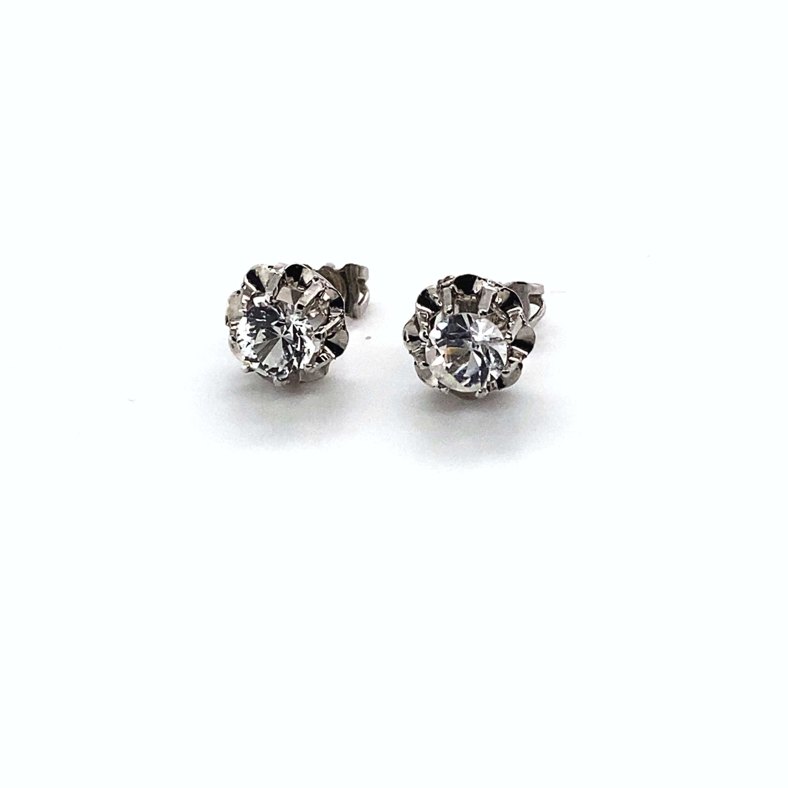 18 kt gouden oorstekers+ simulantdiamant, 2,11 gr kopen? Bied vanaf 80!
