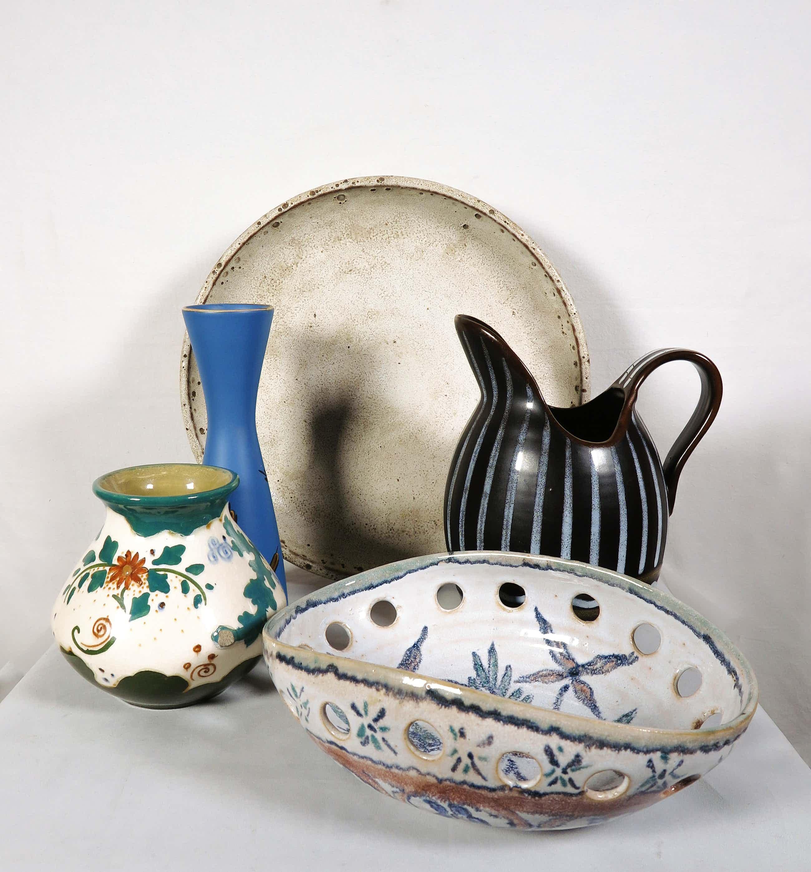 Plateelbakkerij Zuid-Holland - Arnhem Fayencefabriek & Flora Gouda - Lot van vijf keramieken objecten kopen? Bied vanaf 50!