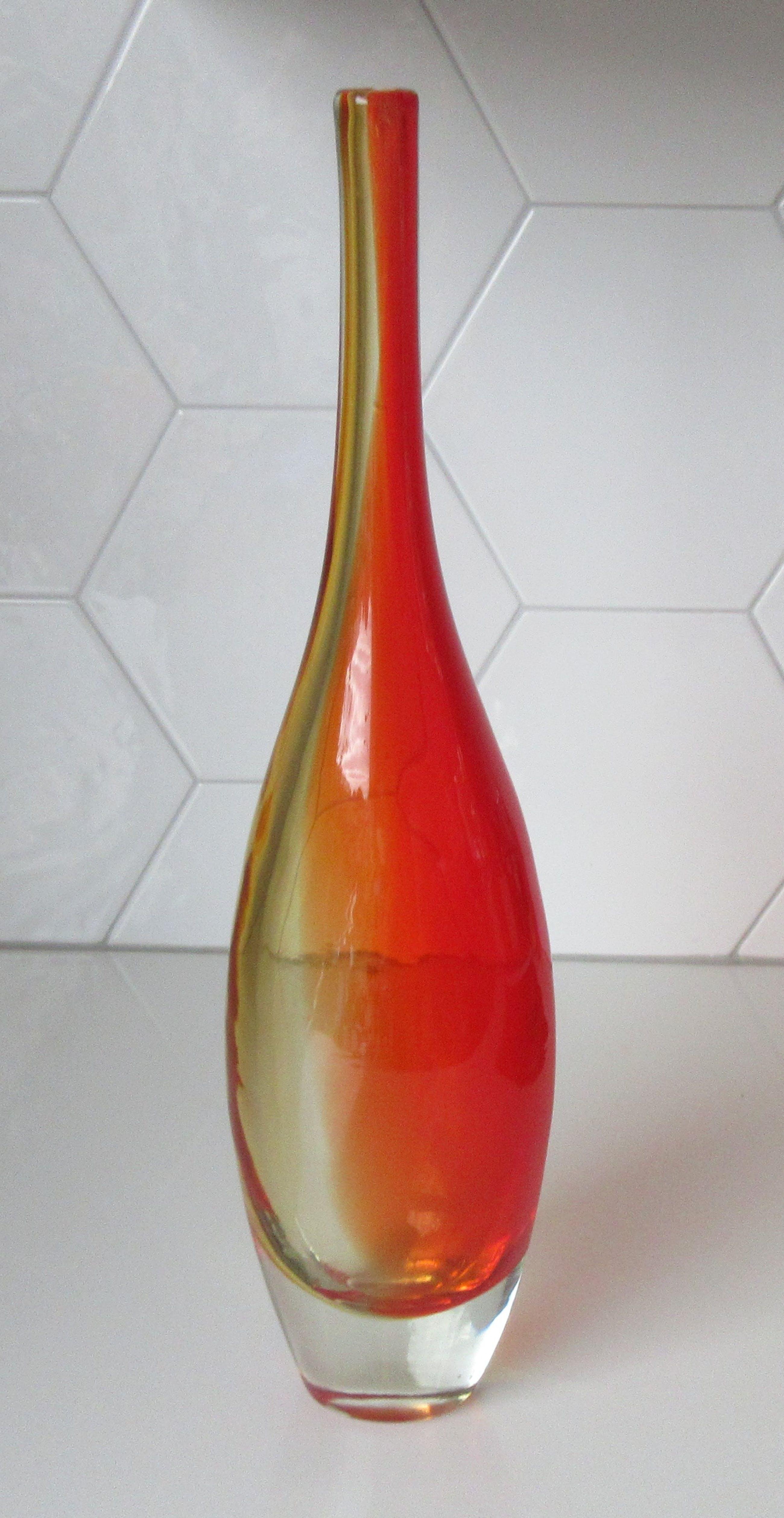 Niet of onleesbaar gesigneerd - Rood gele hand geblazen Flesvaas uit de jaren'50-'60 kopen? Bied vanaf 10!