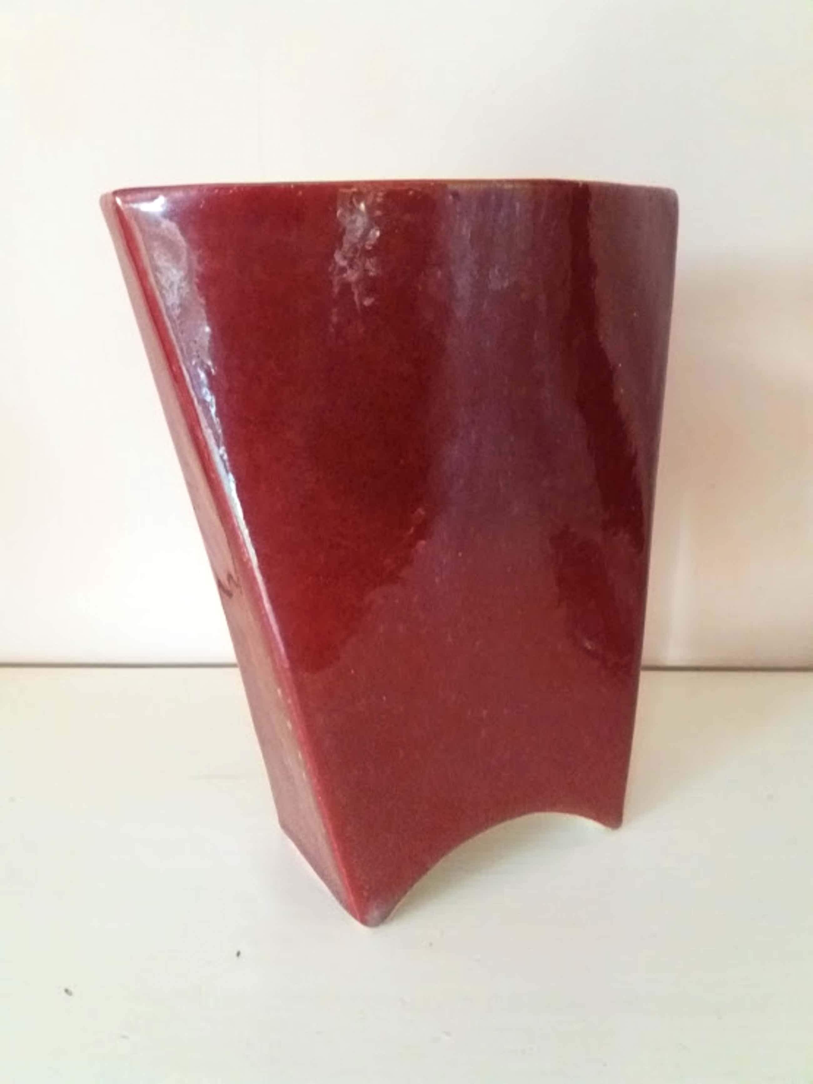 Mobach Keramiek - Prachtige dieprode Mobach vaas met fijne goudkleurige spikkels. kopen? Bied vanaf 10!