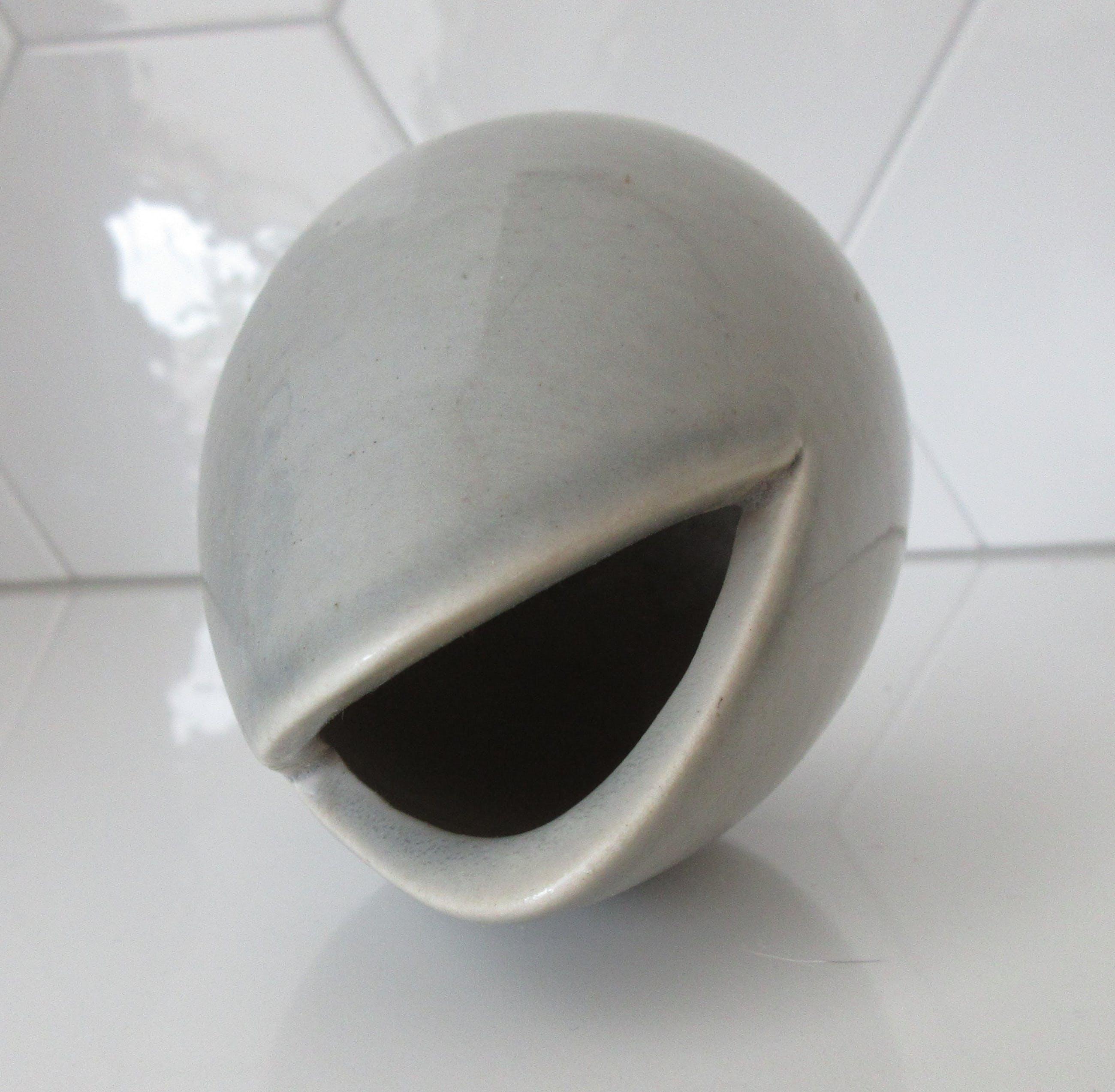 Peter Selhorst - Klein grijs keramisch organisch design vaasje kopen? Bied vanaf 22!