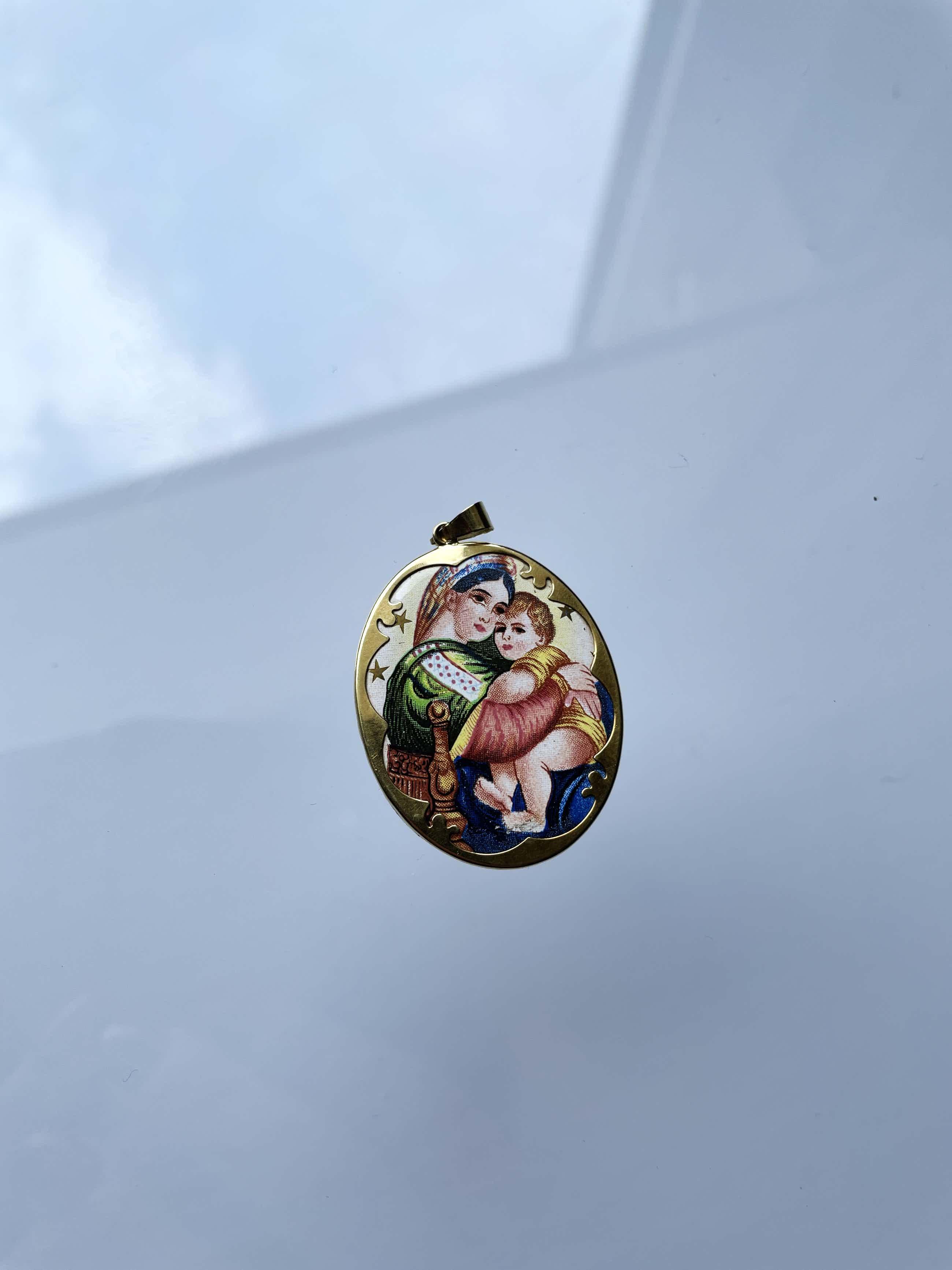 14kt gouden hanger met  in porselein  christelijk motief11,0 gr kopen? Bied vanaf 135!