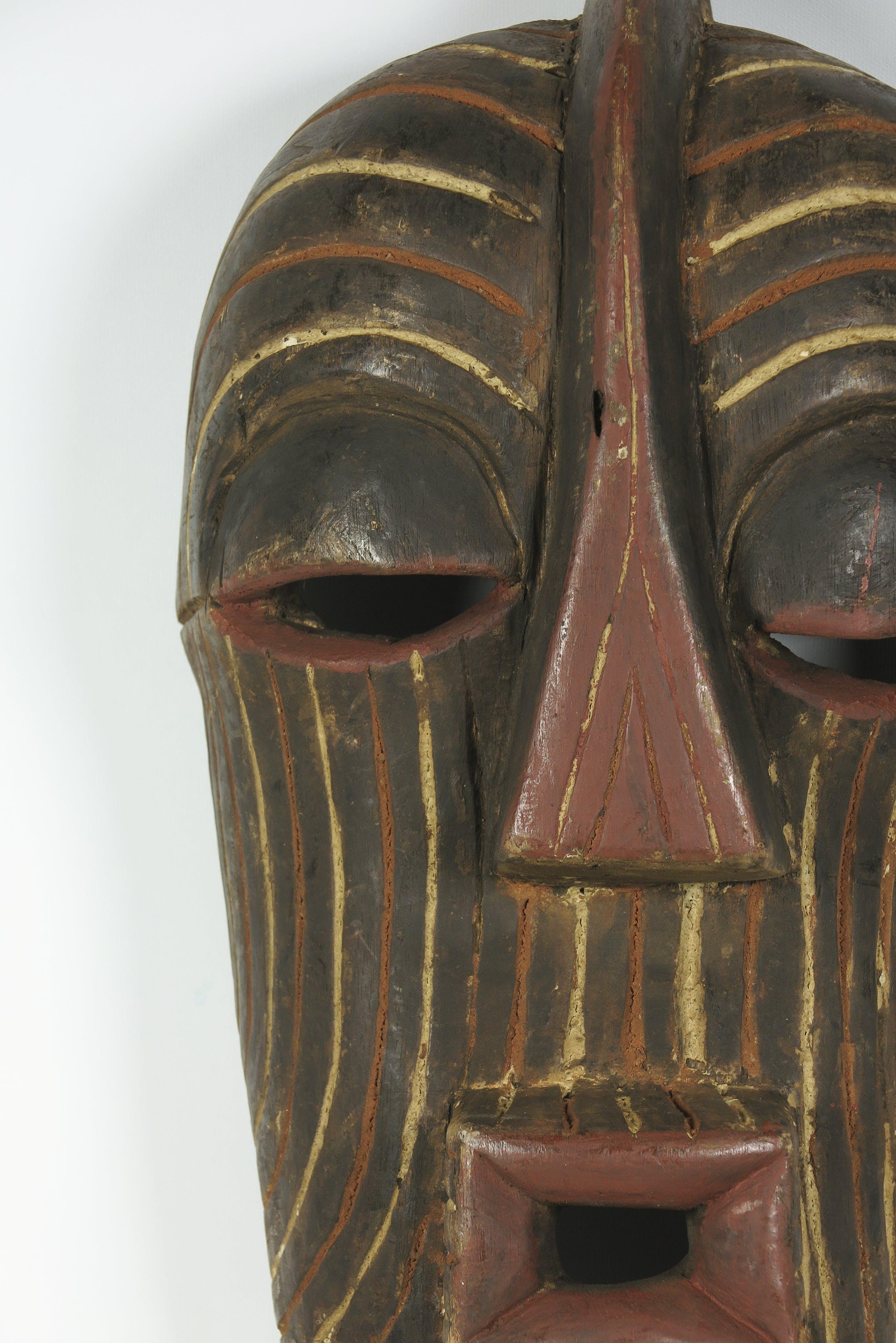 Songye - Houten vrouwelijk Kifwebe masker met wit en rood pigment kopen? Bied vanaf 20!