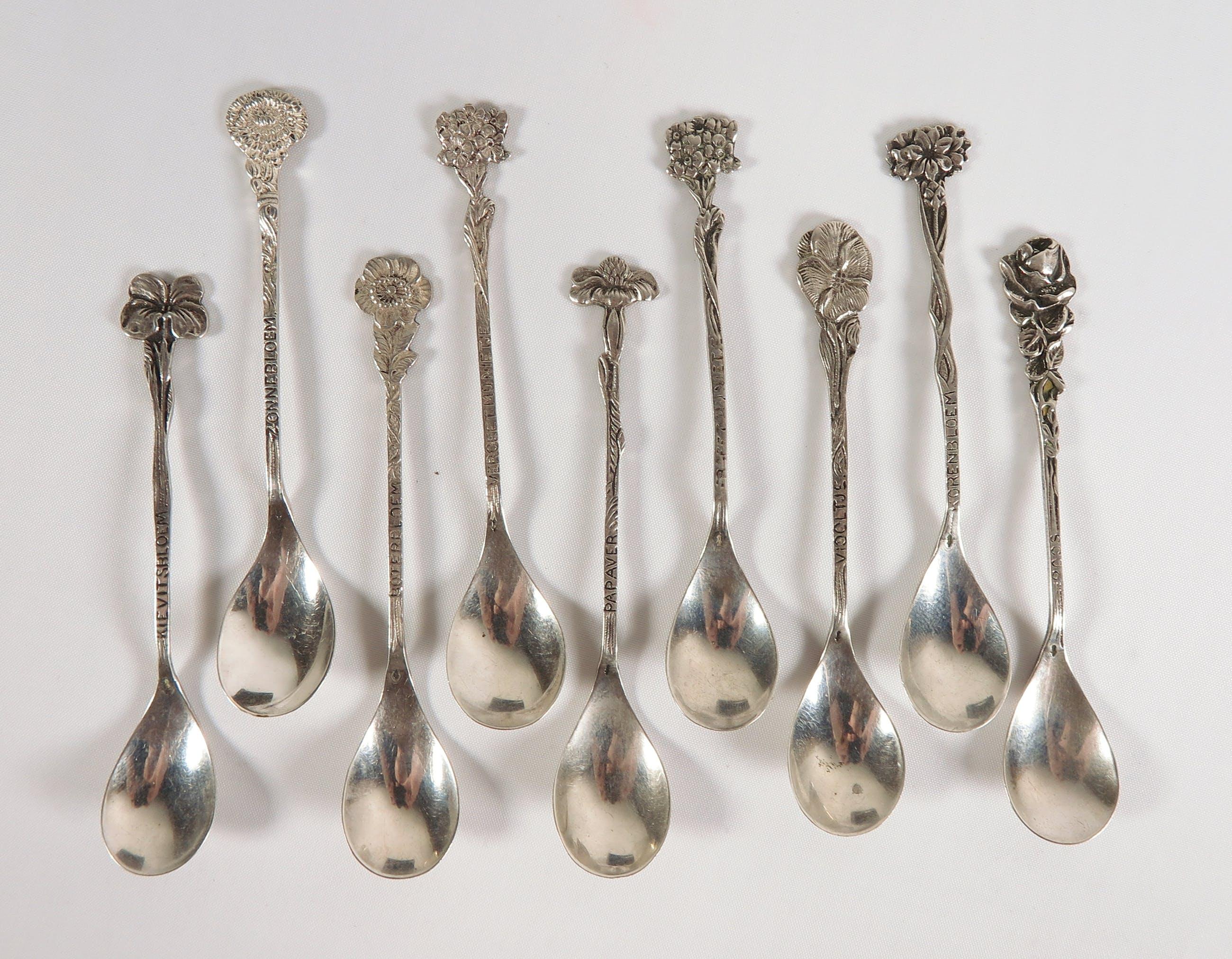 Lot van 9 zilveren theelepels met bloemen kopen? Bied vanaf 70!