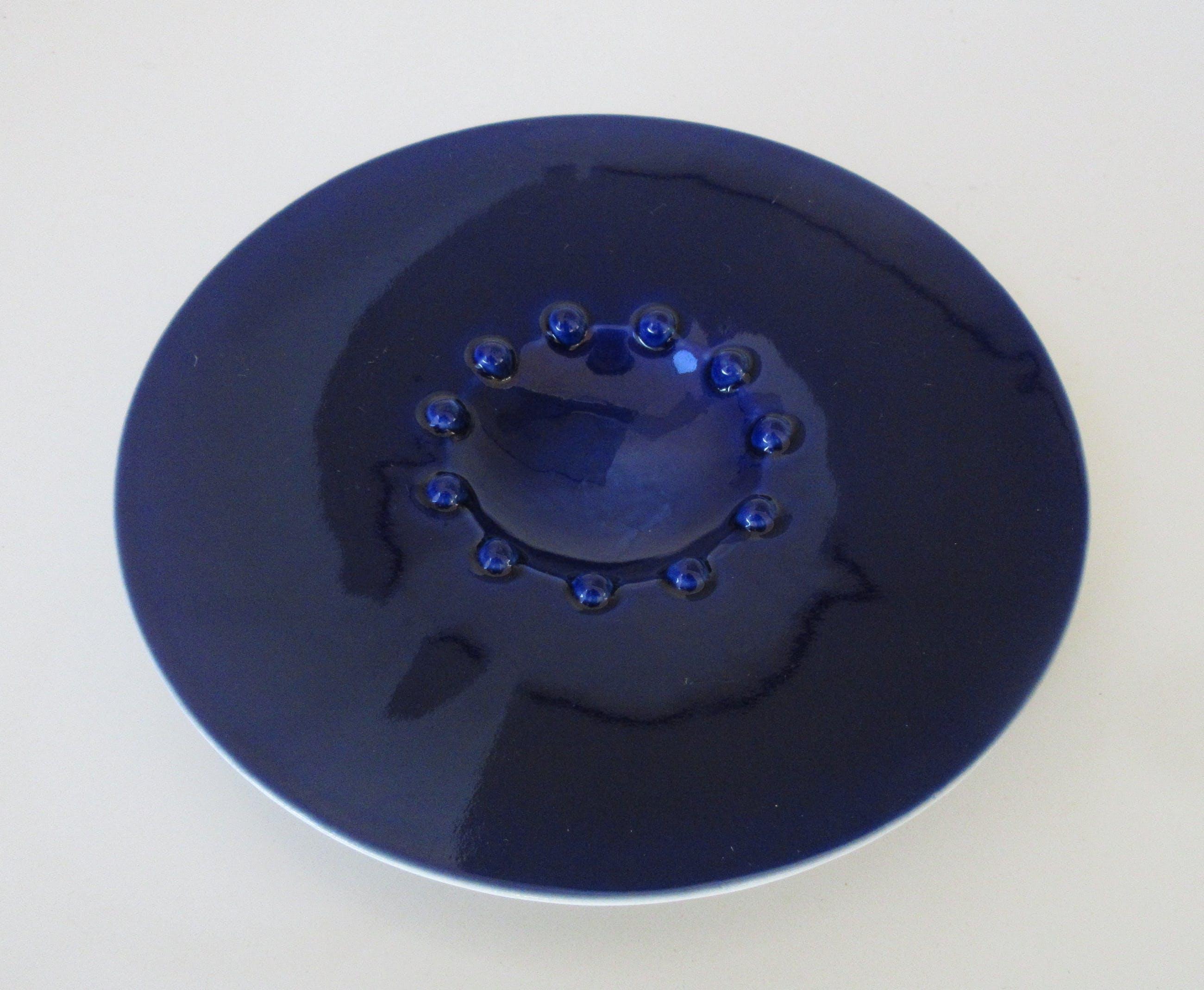 Frans Ottink - Biscuit porseleinen schaaltje of waxinelichthouder met diepblauw glazuur kopen? Bied vanaf 1!