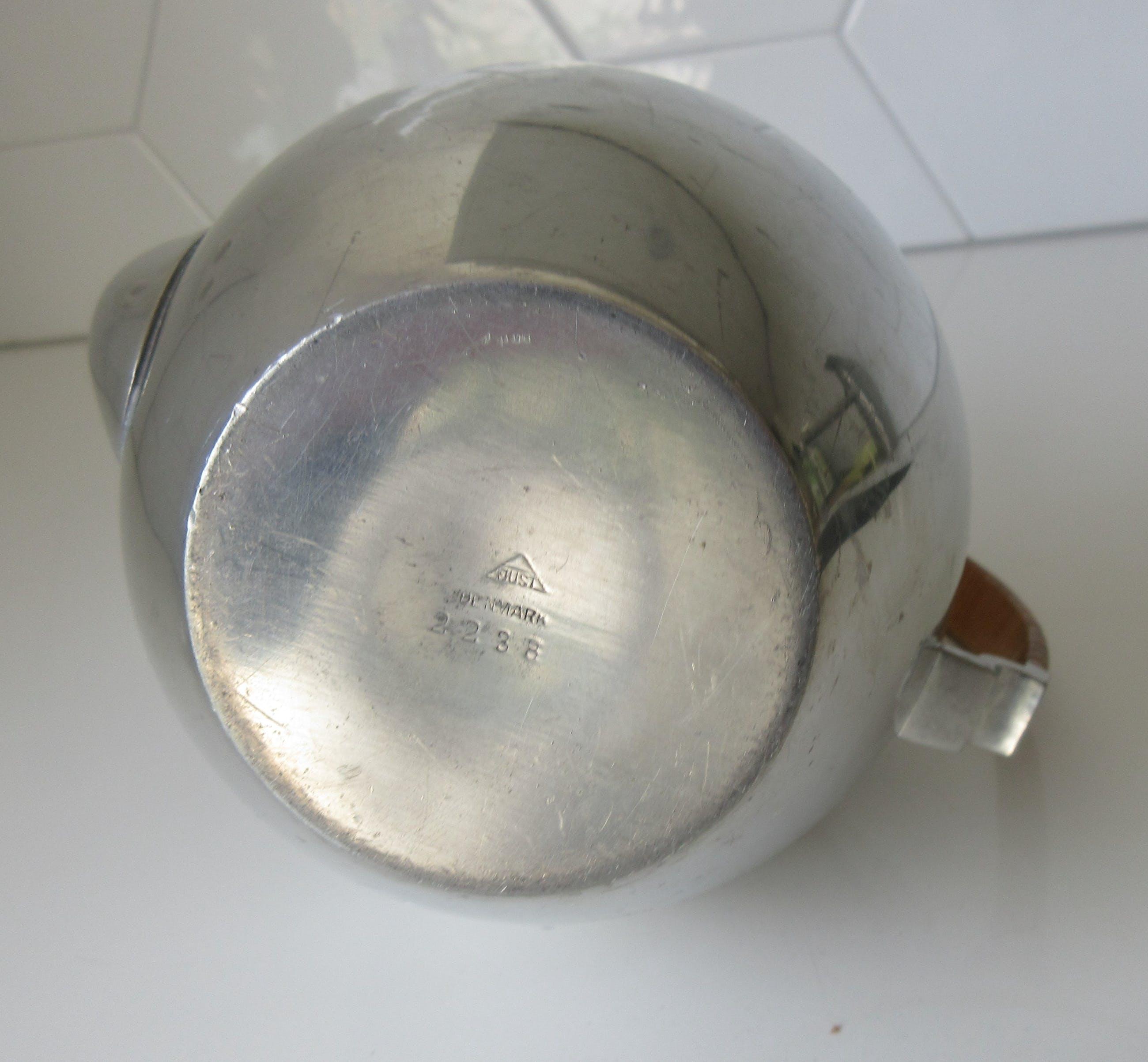 Just Andersen - Art deco tinnen theepot met gevlochten rieten handvat kopen? Bied vanaf 1!