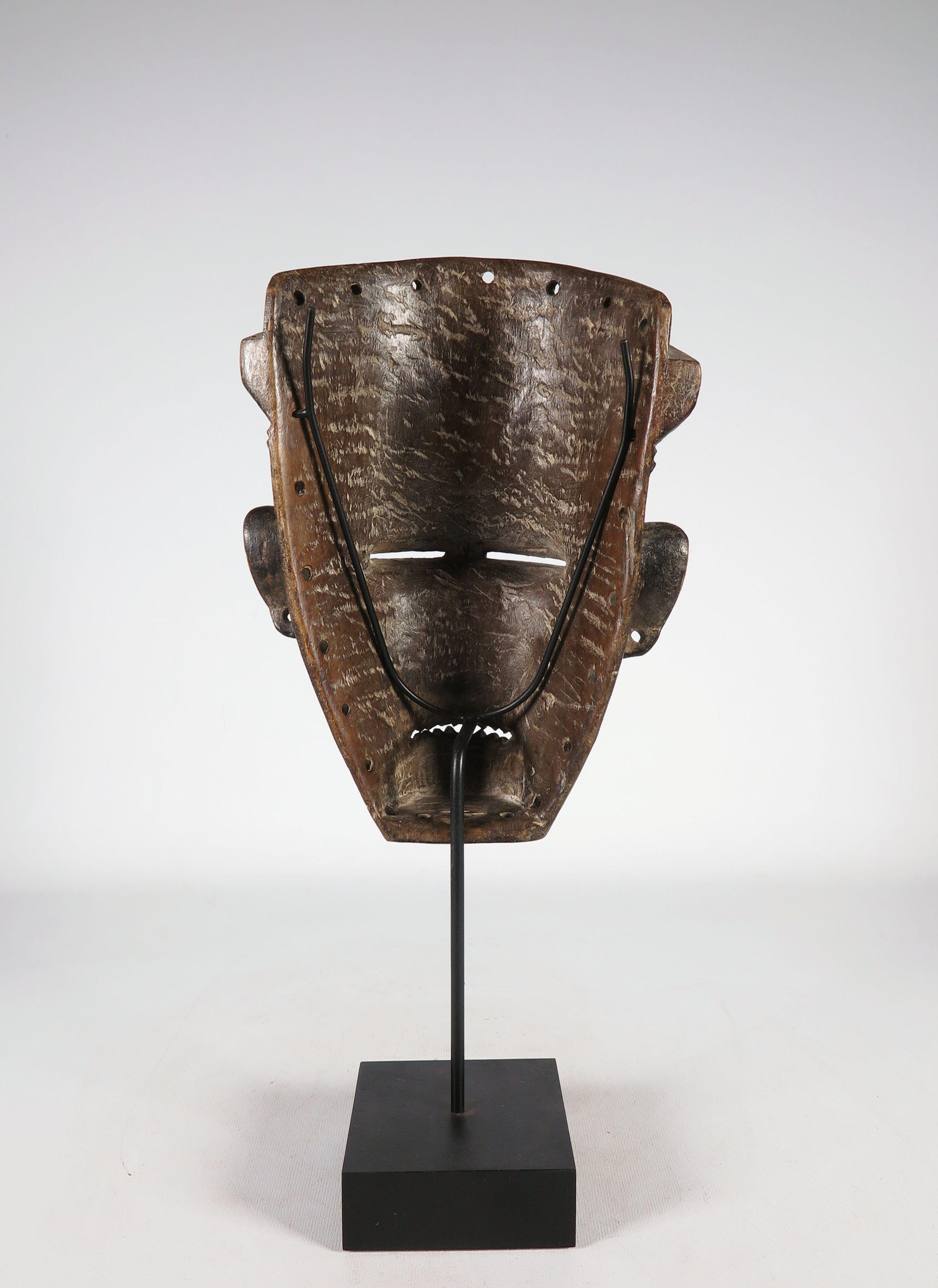 Tjowke - Hout, Gestoken masker kopen? Bied vanaf 1!