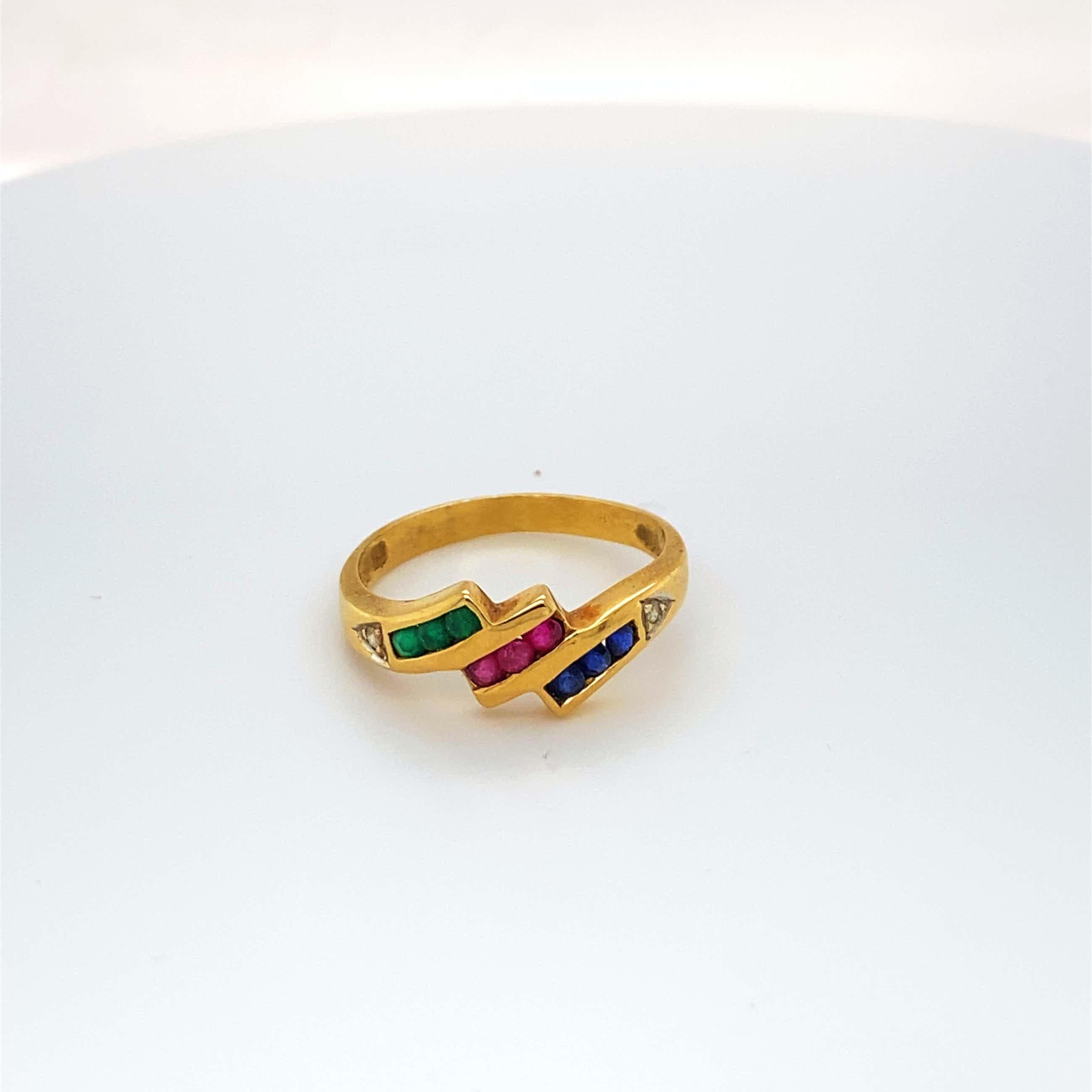 18kt g diamantring+robijn ,saffier smaragdmaat 54/17,50, 3,07 gr kopen? Bied vanaf 130!