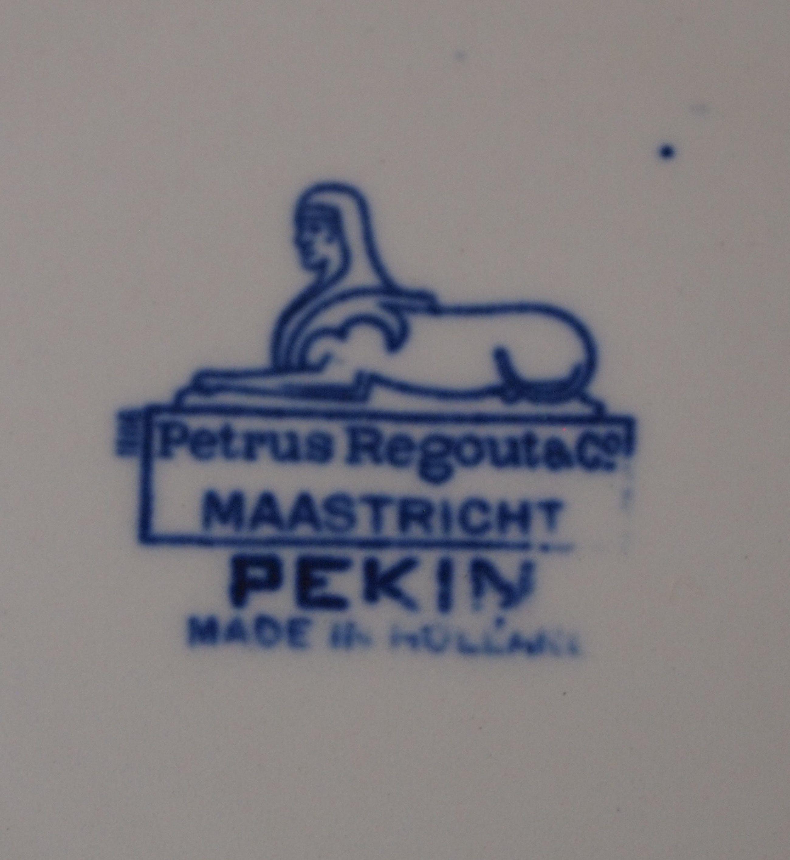 Firma Regout & Co - Antiek bord decor Pekin kopen? Bied vanaf 15!