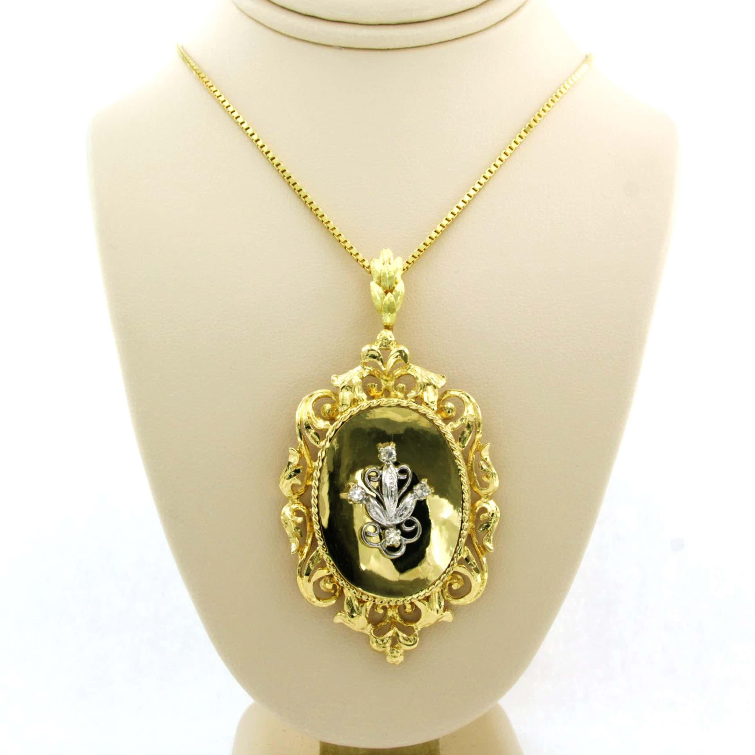 14k geel gouden collier met bicolour gouden hanger bezet met diamant kopen? Bied vanaf 625!